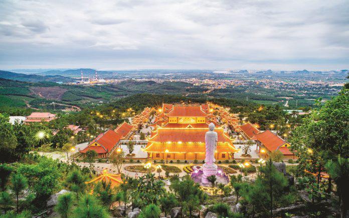 Kinh nghiệm du lịch chùa Ba Vàng – điểm đến tâm linh nổi tiếng tại Quảng Ninh