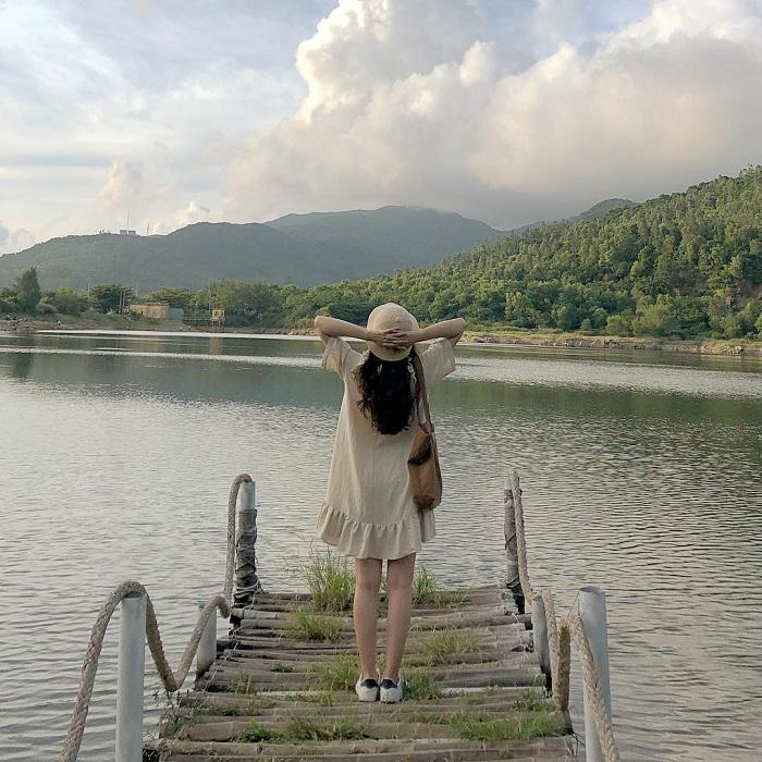 'Lạc trôi' giữa khung cảnh thiên nhiên mộng mơ tại hồ Xanh Đà Nẵng