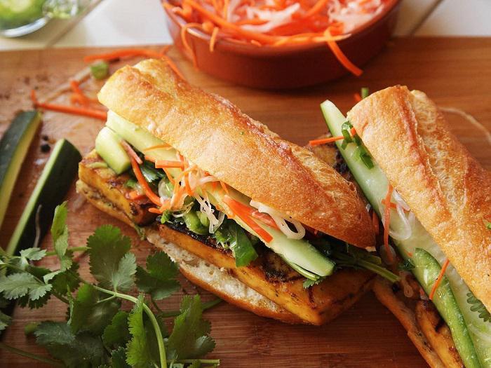 Bánh mì Việt Nam, gà giật Jamaica và những món ăn đường phố ngon nhất thế giới