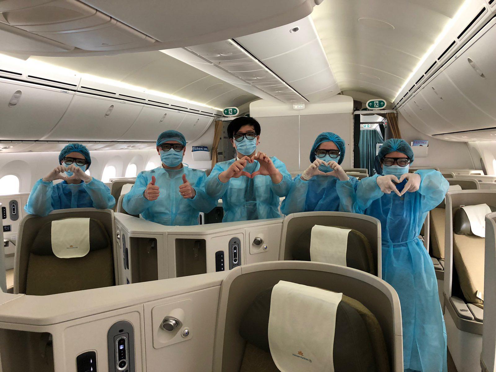 Vé máy bay cho chuyên gia nước ngoài đến Việt Nam tháng 8-9