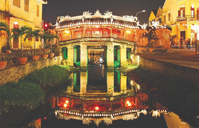 Vẻ đẹp 12 di sản kiến trúc Việt Nam trong tranh 'Sợi Mắc Sợi Mành'