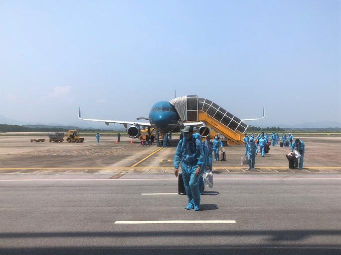 Bay về Việt Nam bằng