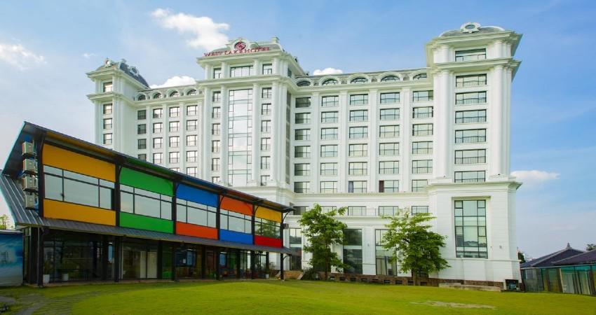 Khách sạn Westlake Hotel  5 sao cách ly Vĩnh Phúc