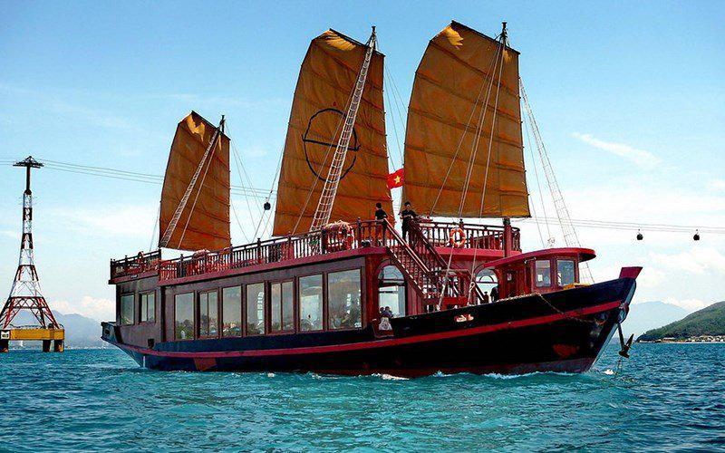 Du thuyền Emperior Nha Trang 5 sao khám phá vịnh Nha Trang 1 ngày